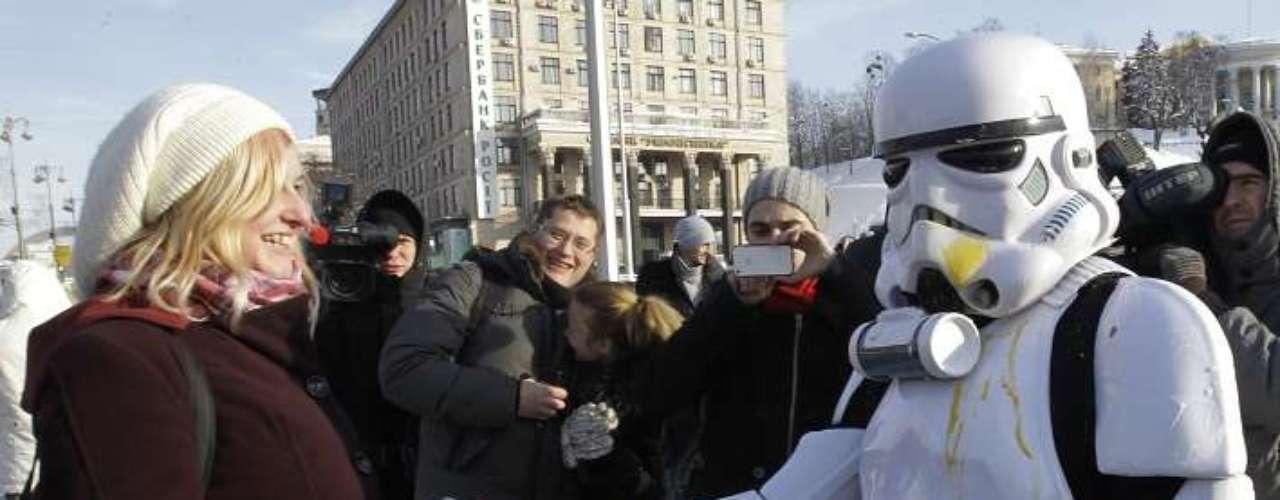 En Ucrania la ciencia ficción se apoderó de las celebraciones por el fin del mundo y personajes de la famosa saga Star Wars tomaron vida para conmemorar este día.