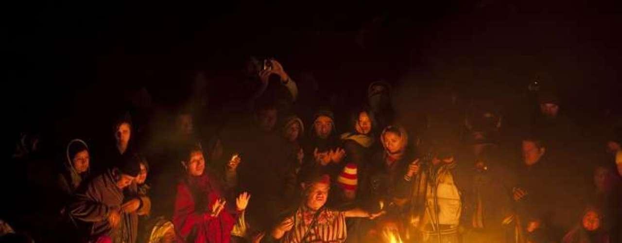 Pero más allá de la agitación mediática y de algunos 500 gendarmes movilizados por precaución, la calma reinaba en la apacible aldea de casas griegas renovadas con buen gusto, situada a pocos kilómetros del mar Egeo.