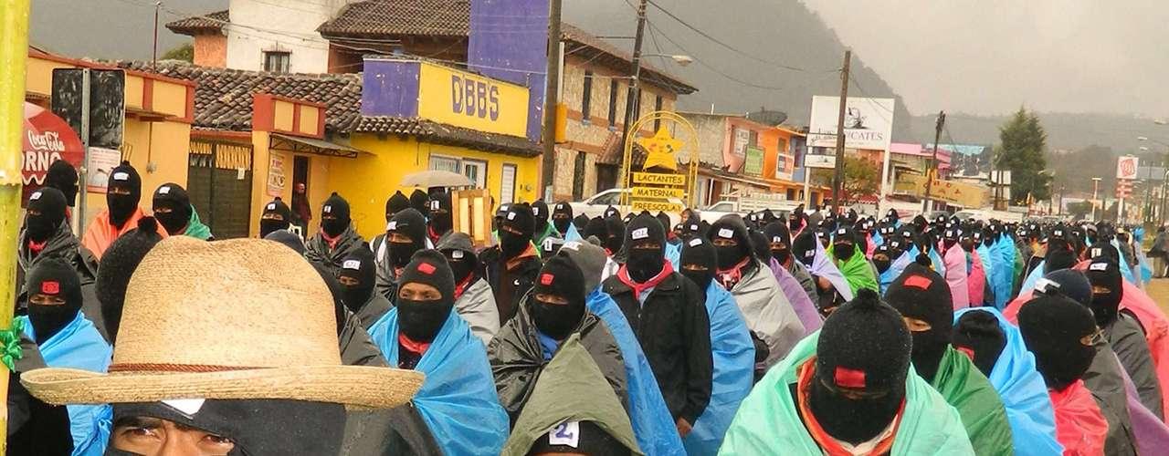 El rebelde Ejército Zapatista de Liberación Nacional (EZLN) eligió el cambio de era marcado por el calendario maya para regresar a la escena pública de México con manifestaciones silenciosas y pacíficas en las ciudades que el grupo tomó violentamente en 1994.
