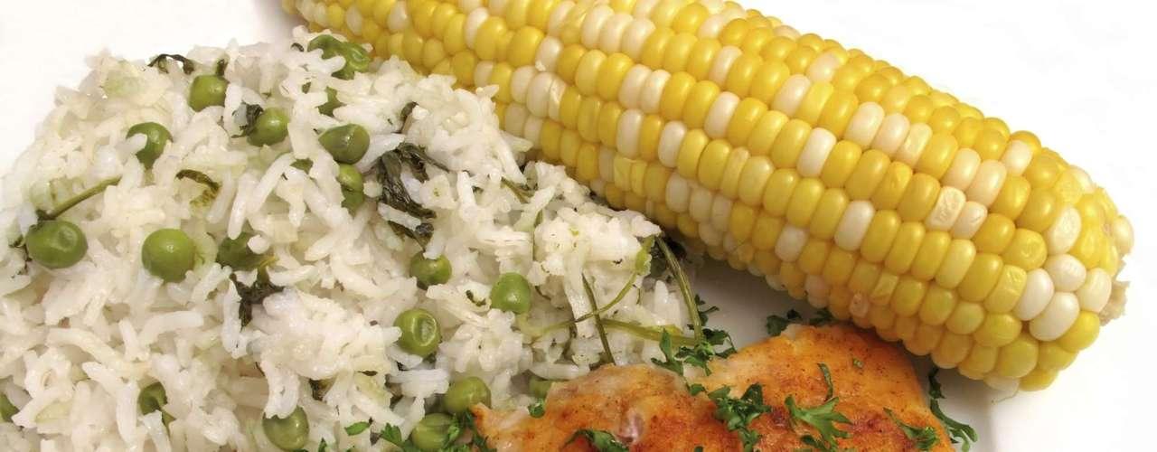 Prefiere los alimentos asados a los fritos. En el caso de peces y patatas, el consumo de grasa se reduce de 50g a 18g.
