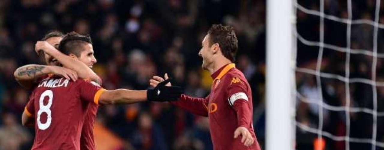 Ya en el segundo tiempo, de nuevo marcó Lamela y dejaba 4-0 las cosas para los 'giallorossi'.