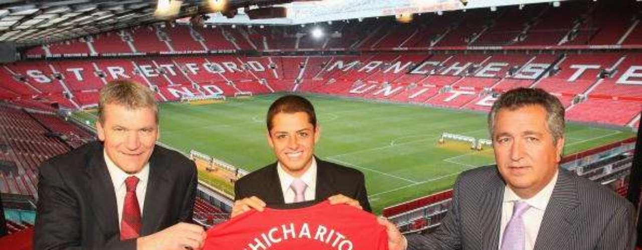Chicharito fue anunciado como nuevo jugadordel Manchester United el 8 de abril de 2010.