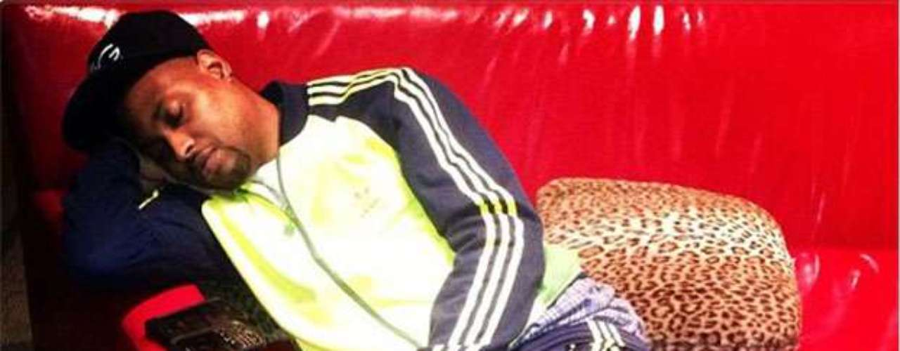 Floyd Mayweather literally caught Regal Management CEO Ricki Brazil sleeping on the job.