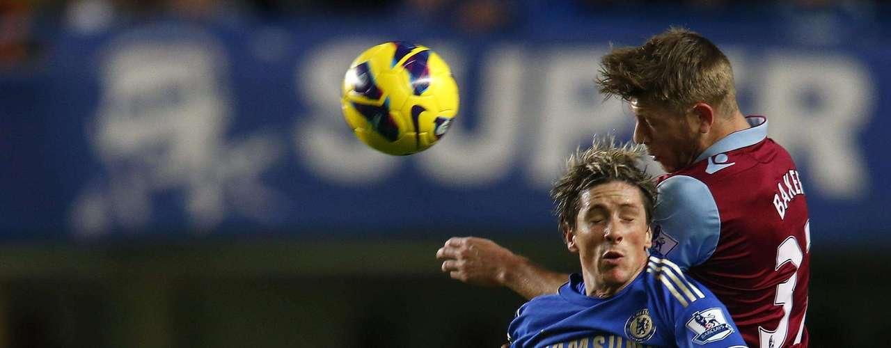Ivanovic y Hazard completaron la goleada de 8-0 en Stamford Bridge que la respiro a Benítez tras hasber perdido el Mundial de Clubes.