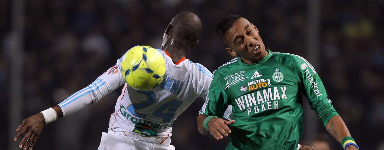 Olympique Marseille's Rod Fanni (L) challenges Saint Etienne's Pierre Aubameyang during their French Ligue 1 soccer match at the Velodrome stadium in Marseille, December 23, 2012.