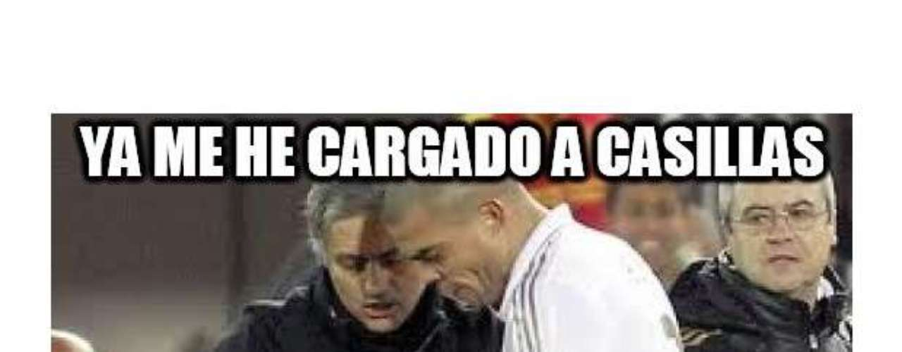Mourinho gives Pepe some directions, \