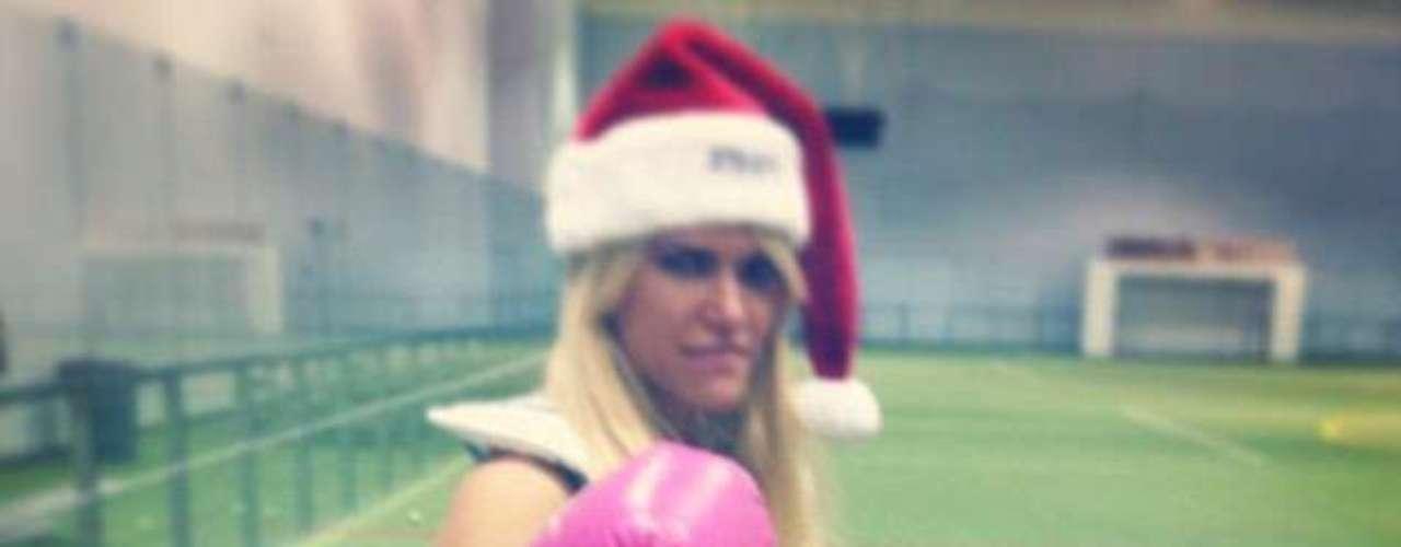 La modelo Lauren Scruggs vive el espíritu de fiestas en su primera Navidad fuera del hospital, tras el accidente por el que perdió un ojo y una mano.