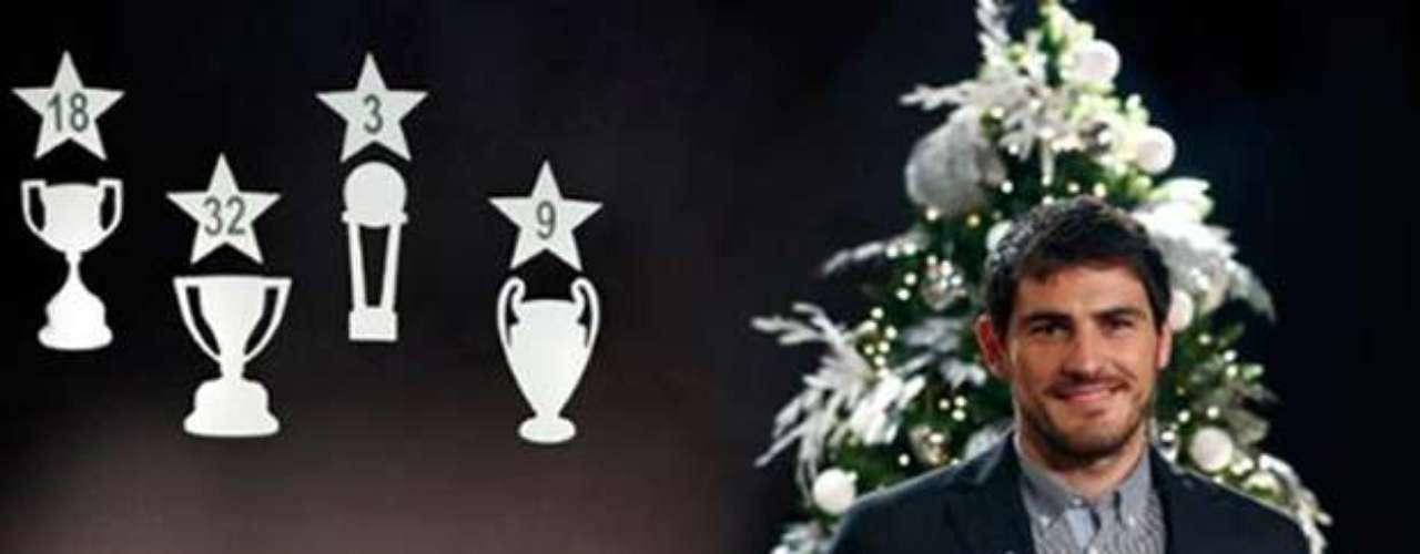 El portero del Real Madrid Iker Casillas desea feliz navidad a los seguidores merengues