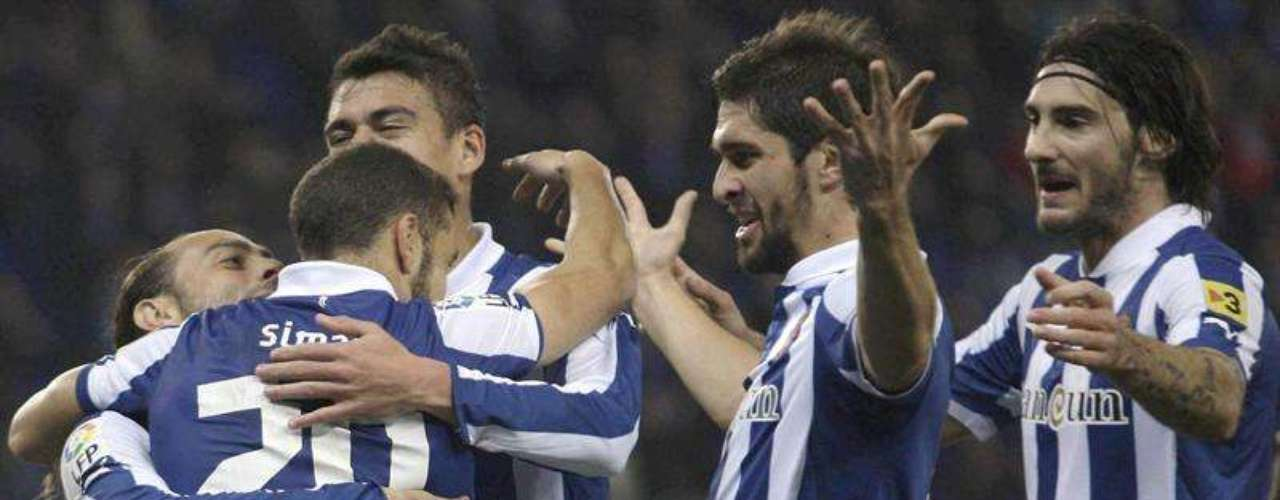Espanyol got its first win withJavier Aguirre as head coach, beating Depor 2-0.