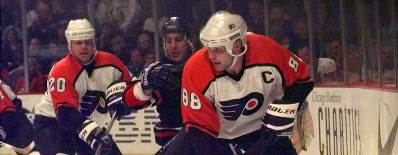 Nordiques trade Eric Lindros to Philadelphia Flyers (1992): This was a trade where the team that dealt the player ended up benefitting the most. Lindros was a fine player, NHL MVP in 1994, led the Flyers to one Stanley Cup Final. But he was also injury-prone, and seemingly always at odds with Flyers management. Oh, and Philly never did win a Stanley Cup with him there. The Nordiques (soon to become the Colorado Avalanche) received Steve Duschene, Peter Forsberg, Ron Hextall, Kerry Huffman, Mike Ricci, Chris Simon, two draft picks and $15 million. Forsberg, Ricci and Simon were some of the pieces the Avalanche would ride to two Stanley Cup championships, and when it was all said and done, Forsberg ended up being the best player in the deal -- Lindros included.