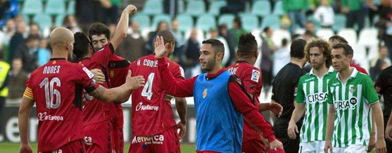 Después de más de dos meses sin ganar, Mallorca venció 2-1 al Betis en Sevilla