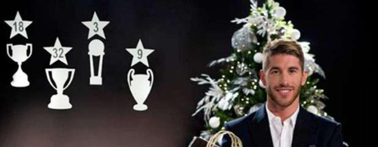 El defensa Sergio Ramos mostró su felicidad en la sesión de fotos