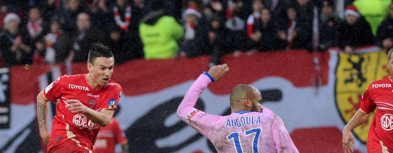 Valenciennes umó tres puntos venciendo 2-1, en casa, al Evian.