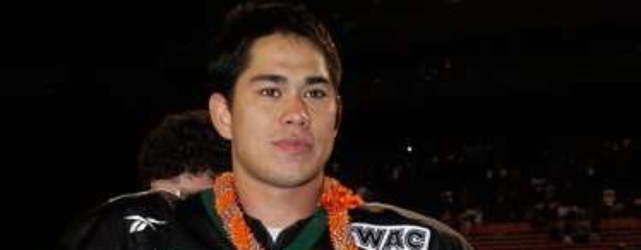 10. Hawaii vs. Houston, 2003 Hawaii Bowl: Hawaii quarterback Timmy Chang (pictured) threw for 475 yards and five TDs to earn MVP honors, as Hawaii held on to beat Houston 54-48 in triple overtime. The game was marred by a brawl between the teams after Hawaii stopped Houston in the final overtime.