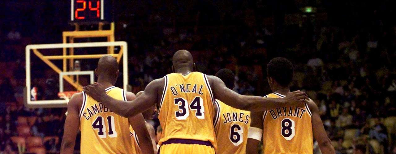 The Lakers make their second appearance on the list with a 19 game regular season win streak in 1999-2000.