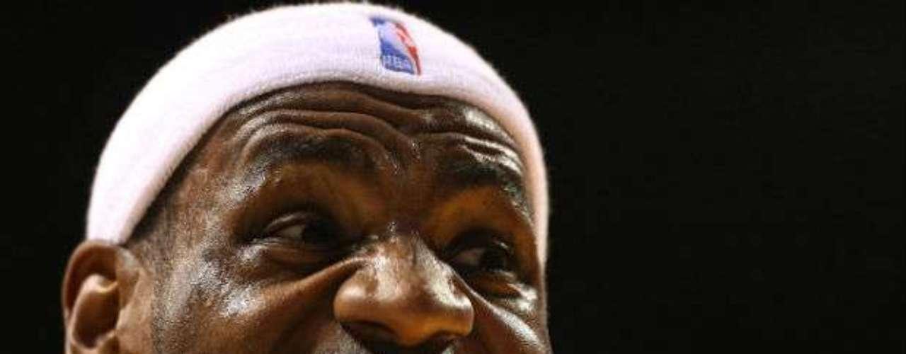 James finalizó con 29 puntos, nueve asistencias y ocho rebotes