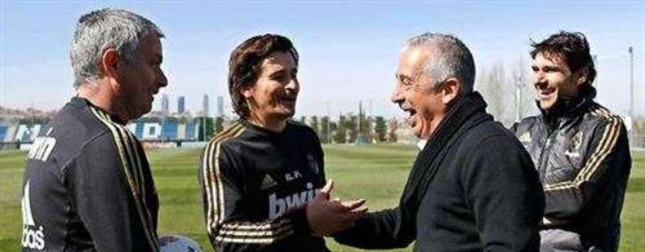 El luso se envolvió en una guerra verbal con el Sporting de Gijón y con su entonces técnico, Manolo Preciado, quien lo llamó \