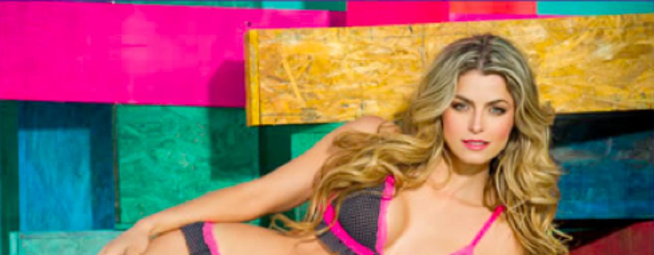 Cristina Hurtado: Esta presentadora paisa no solo se conformó con el mundo del espectáculo y decidió lanzar su propia marca de ropa interior en la cual ella misma es la imagen. Sin duda sus curvas y su cuerpo tonificado es el complemento perfecto de su colección.