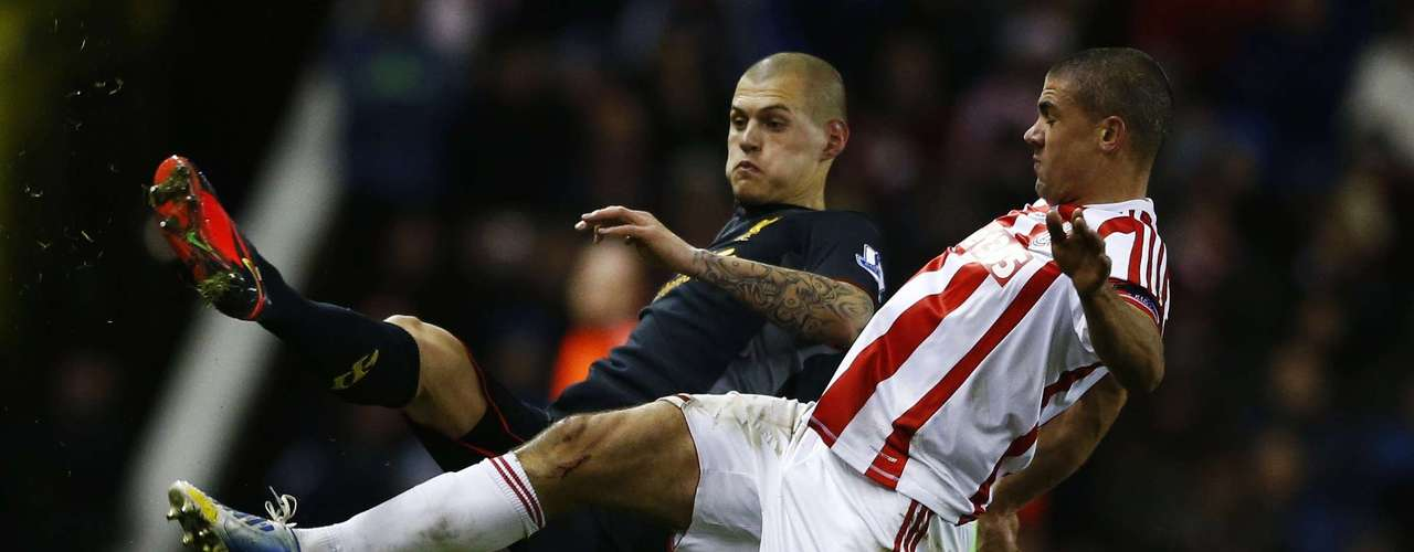 Liverpool's Martin Skrtel (L) challenges Stoke City's Jonathan Walters