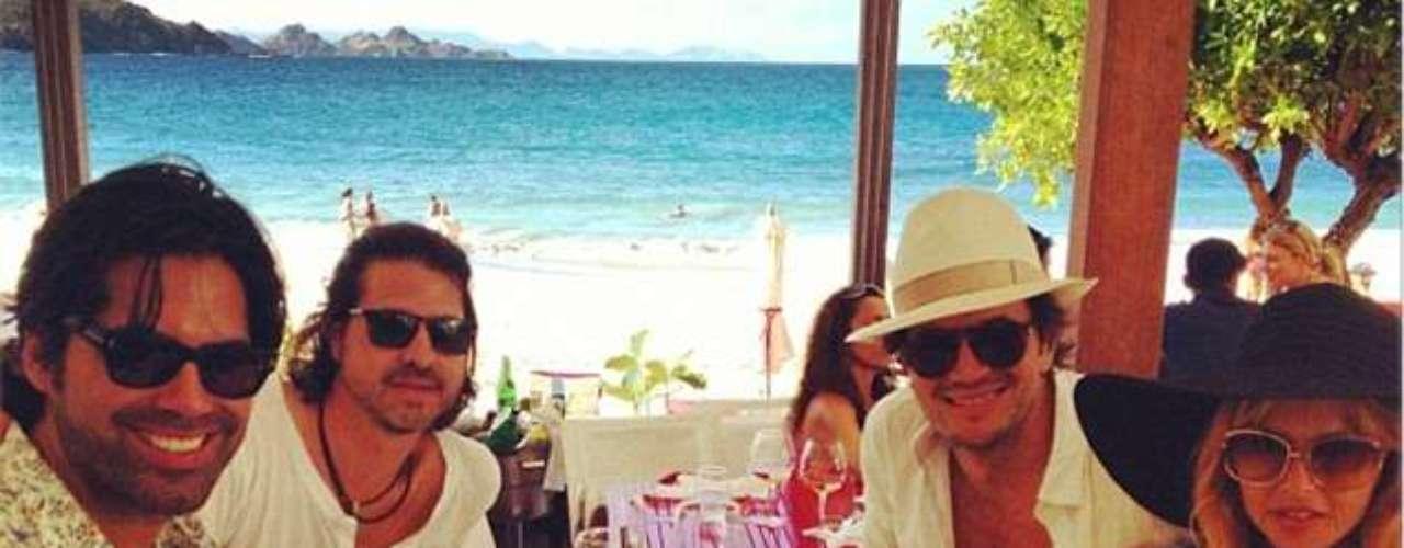 Rachael Zoe, su esposo y sus amigos pasan unas fiestas muy tropicales