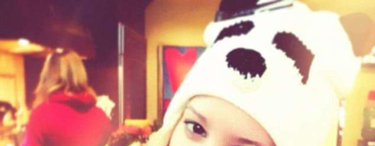 Ashley Tisdale le regala otra foto a sus fans