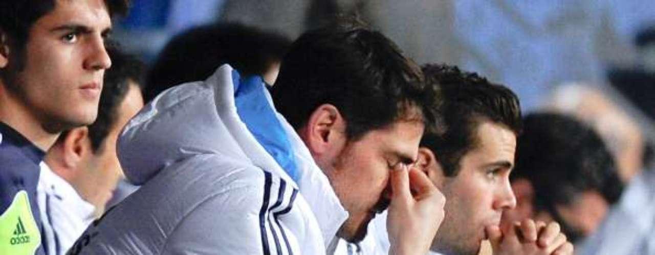 Quizá la más célebre y polémica decisión llegó apenas el sábado pasado, cuandoJosé Mourinho dejó en la banca de la Rosaleda al capitán Iker Casillas, con quien igualmente ha tenido 'choques'. El Real perdió 3-2 ante el Málaga y a partir de ahí, Mourinho se ganó casi todo el 'repudio' de la afición madridista, pues argumentó que Antonio Adán estaba en mejor nivel que Casillas, considerado por muchos expertos el mejor portero del mundo.