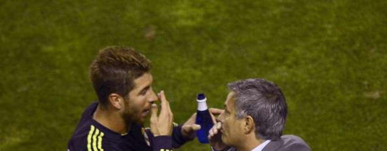 Al fin de carácter, Ramos ha salido al paso de las críticas del experimentado entrenador, quien en un Clásico español acusó al zaguero de cambiar las marcas y no seguir a Carles Puyol. Asimismo, en la presente edición de la Champions, dejó en la banca al central en el duelo inaugural ante el Manchester City.