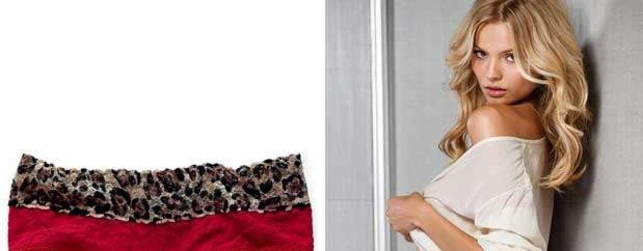 Uno de los rituales más socorridos para recibir el Año nuevo es el uso de la ropa interior en color rojo. Esto es e hace para atraer el amor en el año venidero, así que las boutiques y tiendas departamentales ven con asombro como en esta fecha las prendas en color rojo se agotan por completo. Aquí te presentamos algunos modelitos que puedes usar para recibir el 2013 de una forma muy sexi. Marca: Victoria's Secret