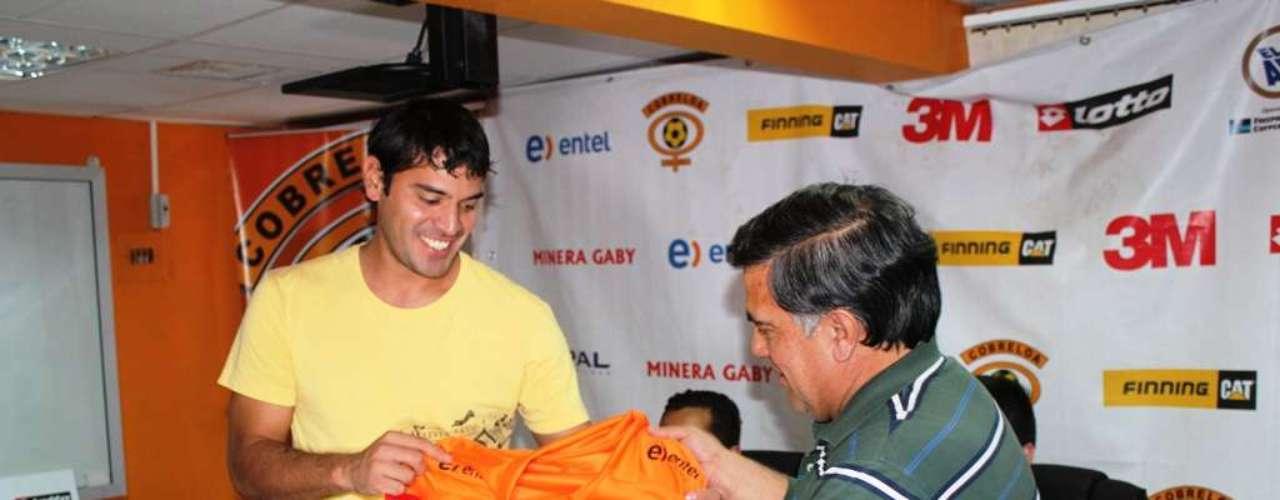 Los loínos presentaron a Miguel Ángel Cuéllar, Alejandro Vásquez, Francisco Pizarro, Pablo González, Diego Reynoso y Diego Silva.