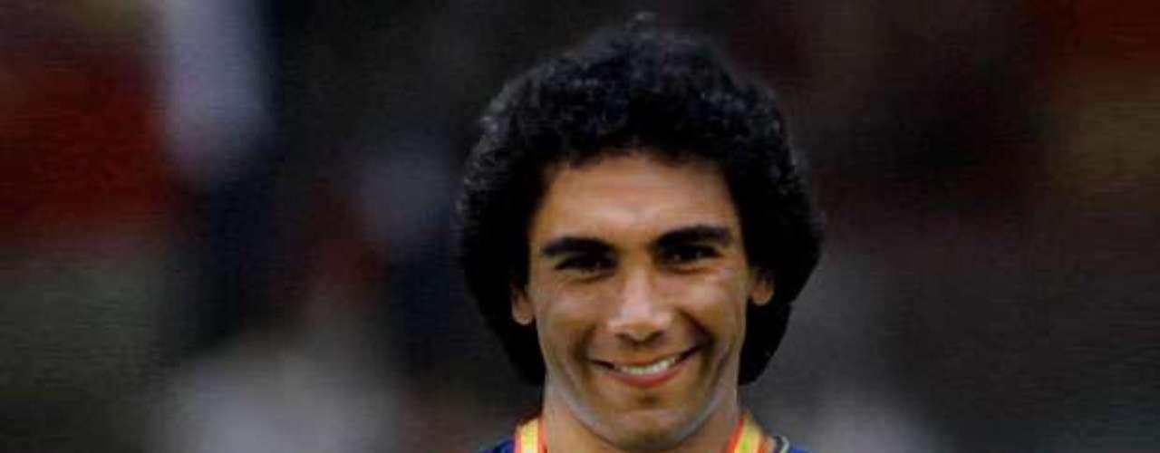 Ni el propio Hugo Sánchez en su estado más egocentrista soñaría verse campeón con Barcelona