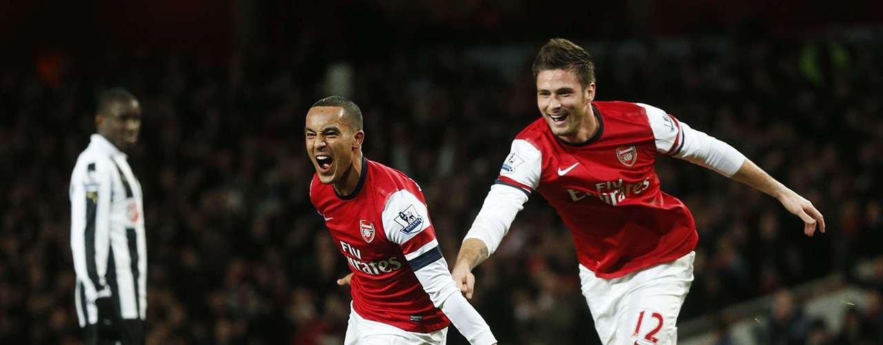 Walcott hat trick sealed a dominating second half performance which saw the Gunners score six goals.