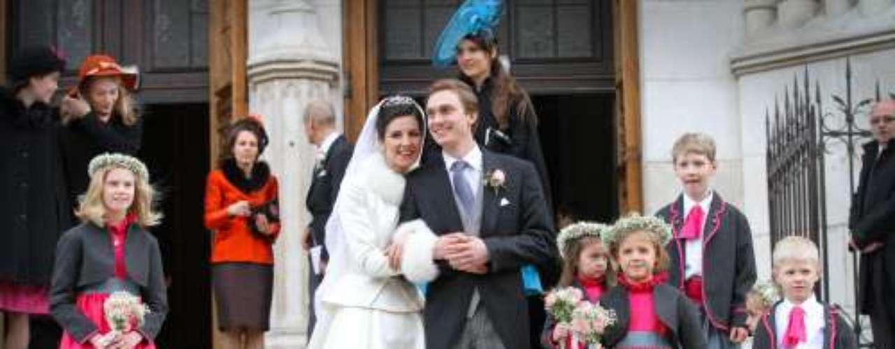 La Familia Real luxemburguesa ha vuelto a irse de boda. Este fin de semana se casaba en Nancy (Francia) el archiduque Christoph de Austria, sobrino del Gran Duque de Luxemburgo, con Adelaide Drapé-Frisch, hija de un diplomático francés. Ha sido, además de una boda casi real, una de las últimas antes de cerrar 2012.