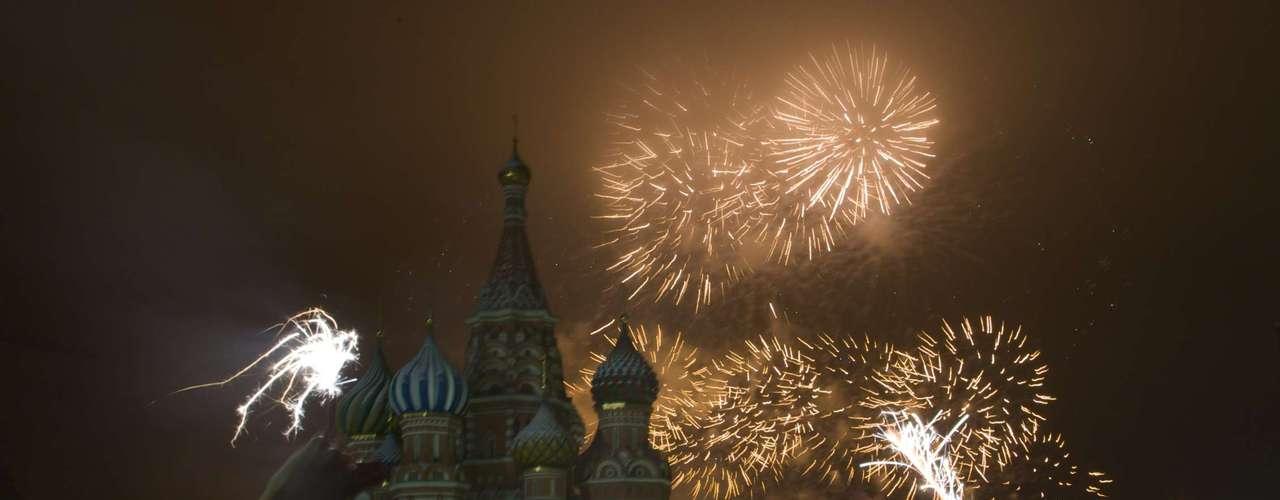 Un espectáculo de pirotécnia deleitó a miles de rusos durante la llegada del 2013.
