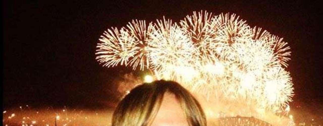 Keith Urban, en Australia, con los fuegos artificiales de fondo.
