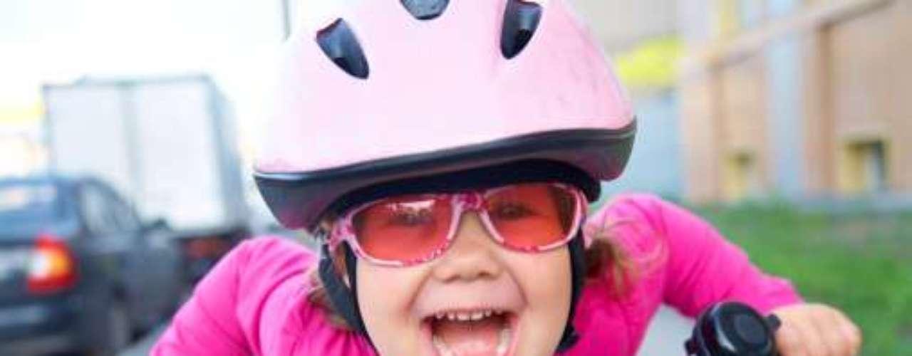 DE 5 a 12 AÑOS: Usar siempre casco para andar en bicicleta o scooter.