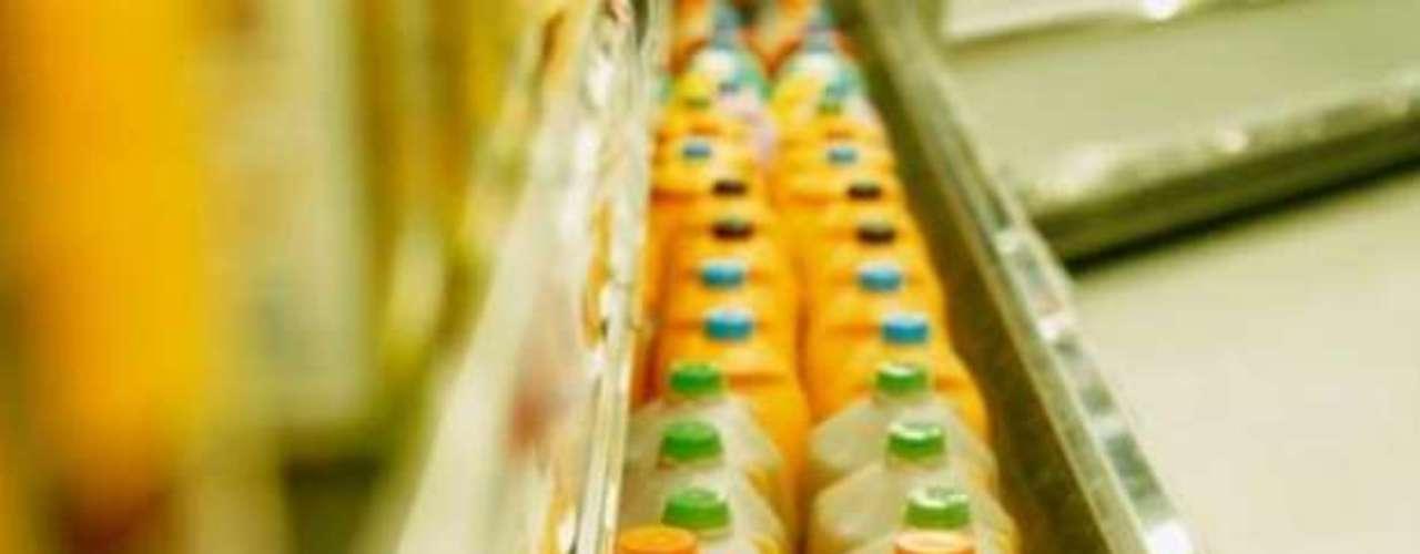 Los jugos procesados, según especialistas, no son recomendables, ya que contienen elevadas cantidades de sodio y/o azúcar, las cuales pueden ser perjudiciales.