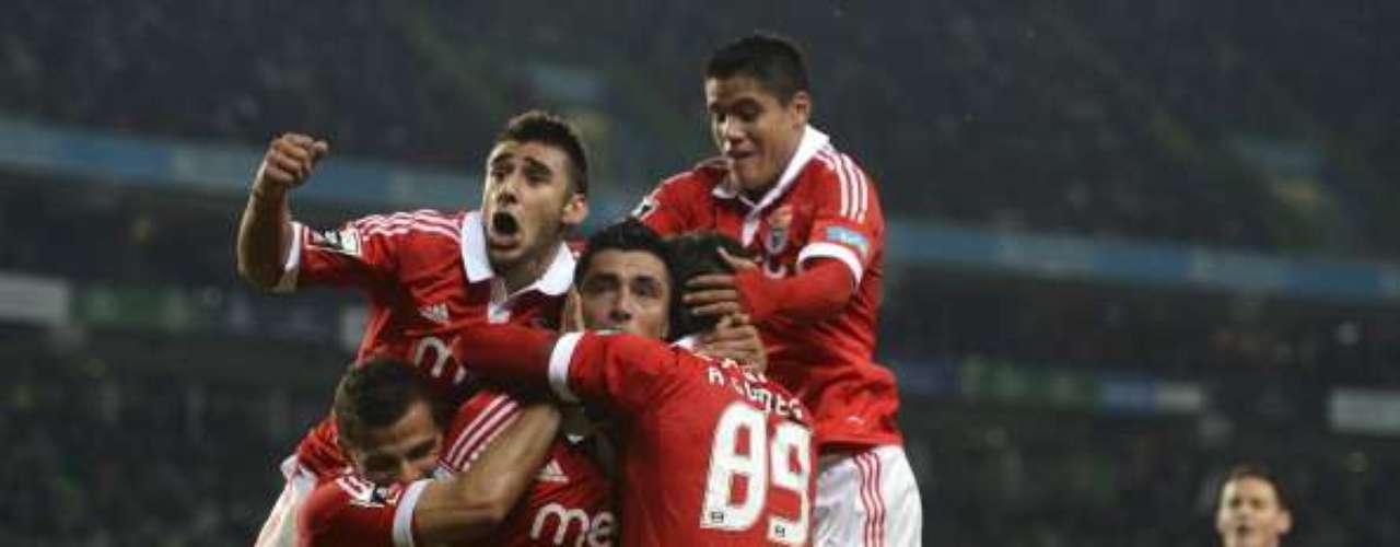 Domingo 6 de enero - Benfica quiere conservar el liderato de Portugal pero deberá vencer a Estoril a domicilio