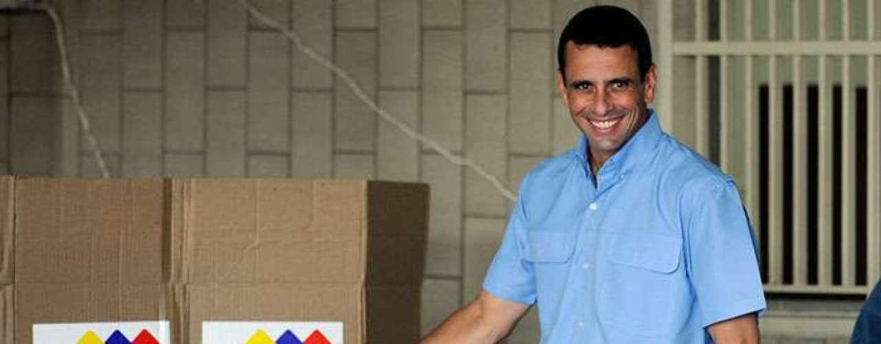 El candidato derrotado por Chávez en las presidenciales de octubre es Henrique Capriles, quien había aceptado una eventual postergación de la juramentación de Chávez.
