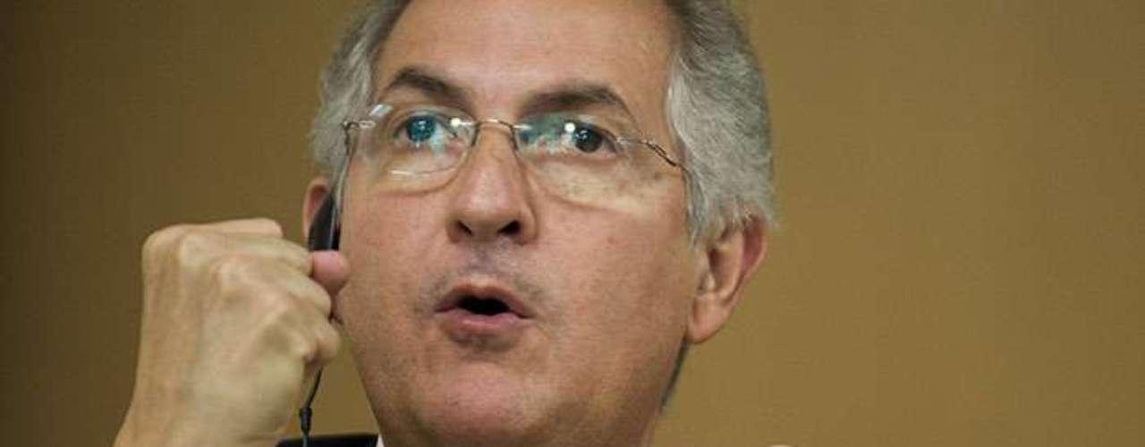 Desde la oposición, el alcalde metropolitano de Caracas, Antonio Ledezma, propuso el jueves que se designe una comisión política y médica, con participación opositora, que viaje a Cuba para \