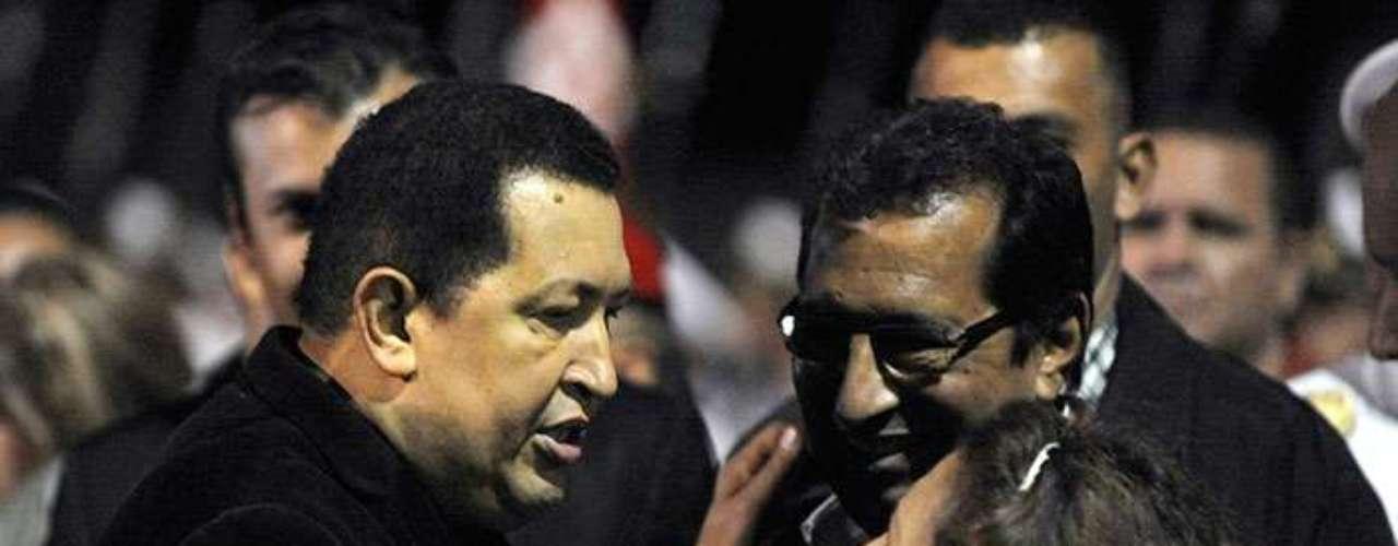 Lo cierto es que La Habana se ha transformado en el centro de decisiones, en la compleja situación que enfrenta el gobierno venezolano. Ahí se encuentra Adán Chávez, el más político de los hermanos del presidente y gobernador del estado familiar de Barinas.
