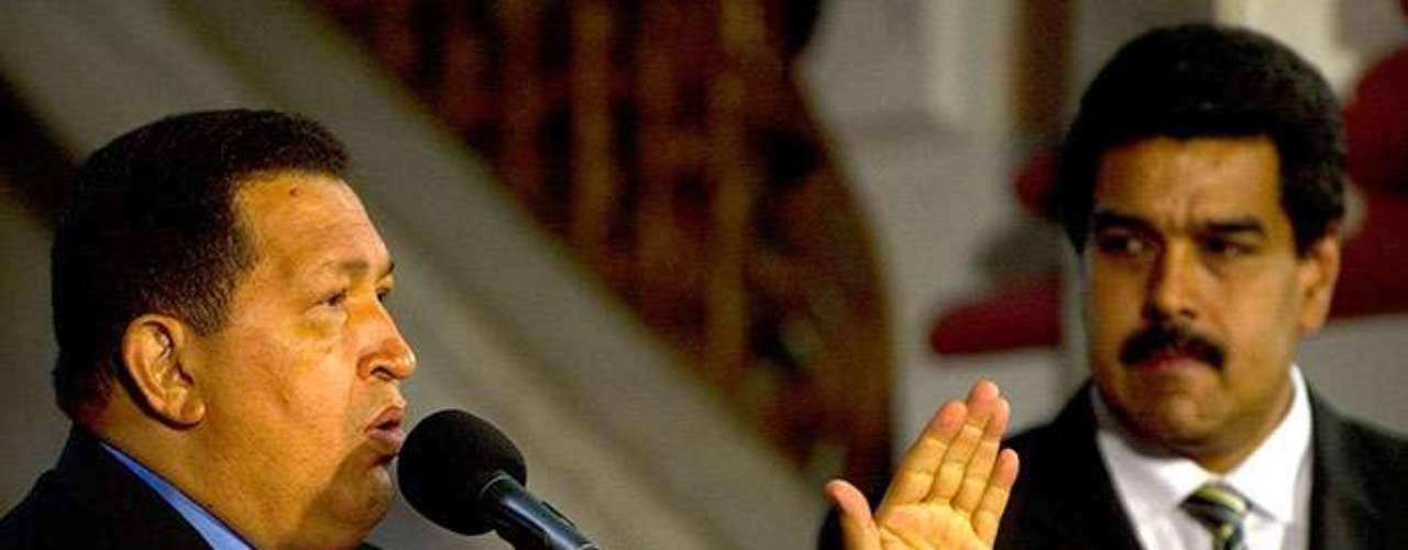 Antes de partir a La Habana a operarse, Chávez anunció que Maduro asumiría la presidencia temporal si él quedaba \