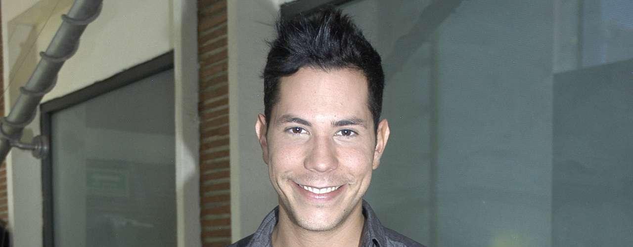 El exRBD Christian Chávez salió del clóset cuando comenzó a correr el rumor de que se había casado en Canadá con un hombre llamado BJ Murphy. Chávez aceptó el matrimonio, aunque se divorció años después.