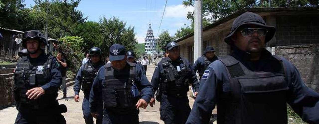 Por su parte, la Secretaría de Seguridad Pública confirmó la instalación de un cuerpo de seguridad mixto en la región, conformado por militares, policías federales, estatales y municipales para que refuercen la seguridad en los municipios colindantes entre Michoacán y Jalisco.