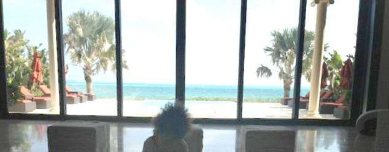 Jay Z compartió esta foto de su pequeña Blue Ivy durante las vacaciones. Jay Z y Beyonce siempre han compartido fotos de sus hijas en las que prácticamente no se le ve la cara o sólo se ve su contorno.