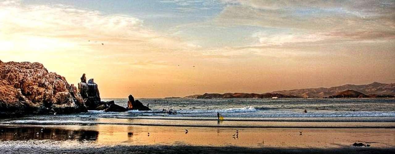 Cerro Azul, localizado a 130 km al sur de Lima, es un verdadero paraíso para los amantes de los deportes acuáticos.
