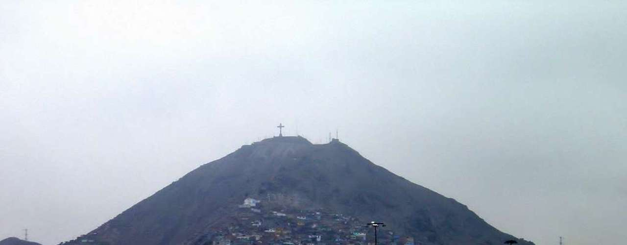 Cerro San Cristóbal, entre el distrito del Rímac y el de San Juan de Lurigancho, un mirador para admirar el crecimiento urbano de la capital peruana.