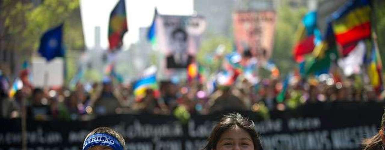 Por su parte, el gobierno del derechista Sebastián Piñera ha manifestado su preocupación por el aumento de la violencia, y no desestima la aplicación de medidas de seguridad excepcionales en la zona.