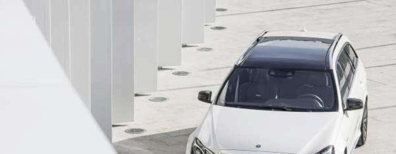 Mercedes-Benz E63 AMG S-Model 4MATIC Wagon 2014