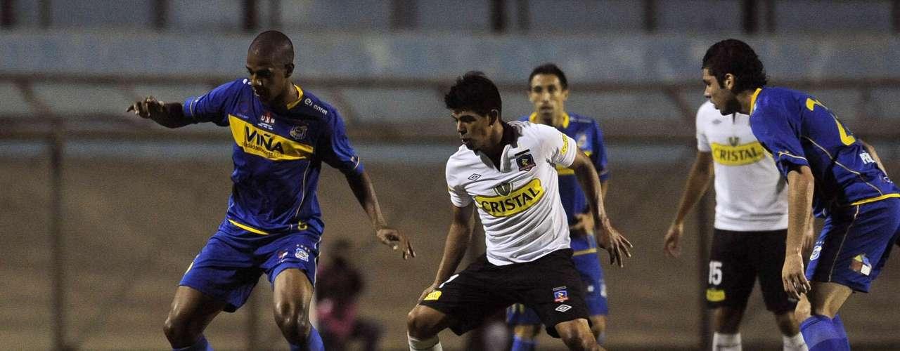 El Colo Colo 2013 de Omar Labruna se estrenó con una victoria cómoda por 2-0 sobre Everton en el Sausalito de Viña del Mar, amistoso que se enmarcó en el final de la pretemporada de los albos.