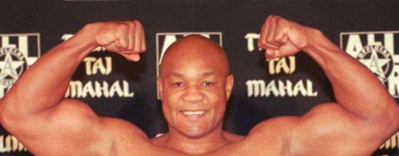 George Foreman fue otro de los boxeadores que prolongaron su carrera hasta el máximo, pues se retiró de los encordados a los 47 años. Fue dos veces campeón del mundo en la categoría peso pesado y fue también el más veterano que conseguió un título a los 45 años, hasta que Bernard Hopkins rompió esa marca. Además fue el púgil que había tardado más entre perder un cinturón y volverlo a recuperar con 20 años.